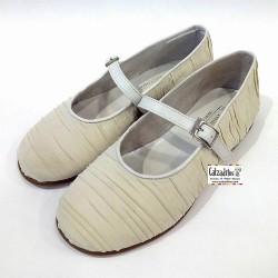 Zapatos de Comunión para niña en piel y forrados en tela plisada beig, de Twin Pass
