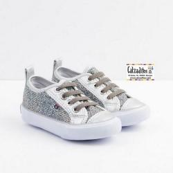 Zapatillas infantiles en glitter plata, de Osito by Conguitos