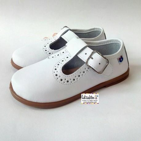 Zapatos para niño en piel de color blanca, de Osito by Conguitos
