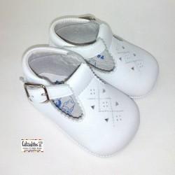 Zapatitos tipo pepito unisex para bebé de napa blanca, de Tras-Tros