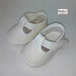 Peuques tipo pepito unisex para bebé en piké blanco, de Calzaditos