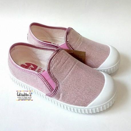 Zapatillas de lona cerradas en rosa chicle sleep on con puntera, de Zapy