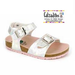 Sandalias para niña en plata con piso bio y hebillas, de Pablosky