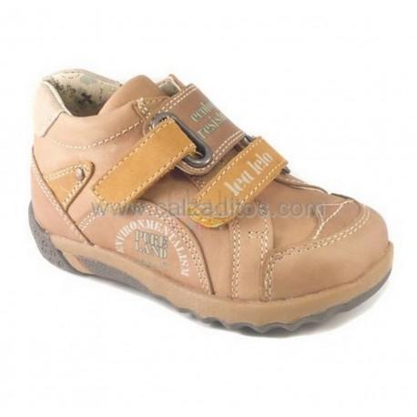 Zapatos de piel de color camel, de Lea Lelo