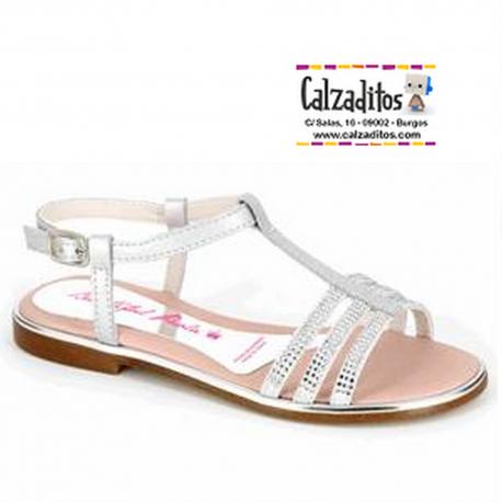 Sandalias de piel plata combinada con tiras de serraje con strass, de Paola by Pablosky
