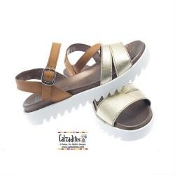 Sandalias de piel en color cuero y platino con plataforma, de Andanines