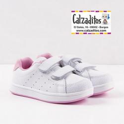 Deportivos para niña en piel blanca con detalles en rosa, de Conguitos