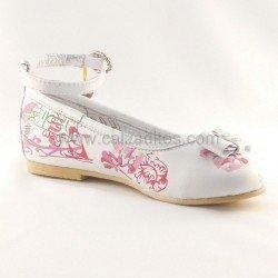 Zapatos blancos con estampado de flores de Lea Lelo