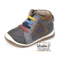 Botines para niño de estilo casual en piel gris antracita, de Garvalín
