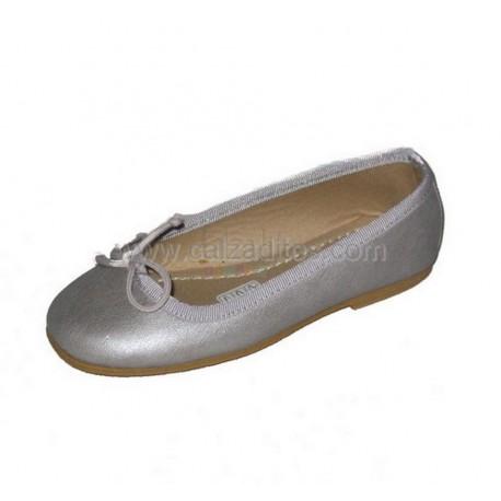 Francesitas gris anacarado, casi plata, en piel, de Calzaditos