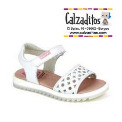 Sandalias en piel blanca para niña con semi plataforma, de Pablosky