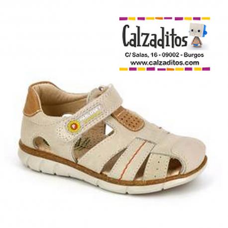 Sandalias de piel para niño en color lino, de Pablosky