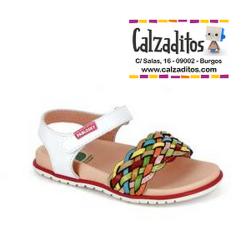 Sandalias de piel blanca con pala de trenzas multicolor, de Pablosky