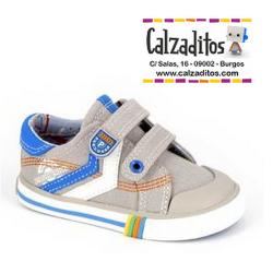 Zapatillas de lona de color piedra para niño con dos velcros, de Pablosky