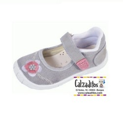 Merceditas de lona gris con bordados de flores, de Lonettes Zapy for girls