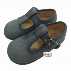 Pepitos de lino en color azul jeans con hebilla, de Zapy