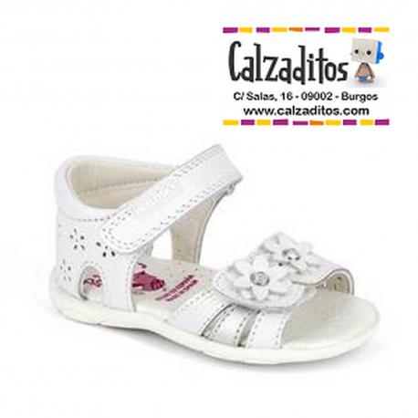 Sandalias de piel blanca para niña con talonera, de Pablosky