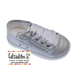Zapatillas de lona para niña de color plata, de Zapy for kids