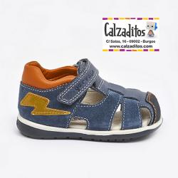 Sandalias en piel kaiser y serraje azul con velcro, de Garvalín