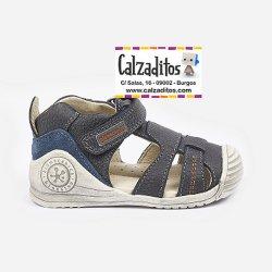 Sandalias para niño con efecto envejecido en piel azul, de Garvalín Biomecanics