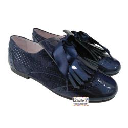 Zapatos blucher en charol metalizado y ante mil puntos azul marino, de Pirufín