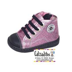 Botines rosa tipo basket con punteras, cordones y cremalleras, de Zapy