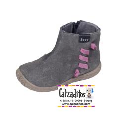 Botines de piel serraje gris con goma pasante, de Zapy