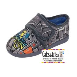 Zapatillas para estar en casa en gris de grafitti con velcro, de Zapy