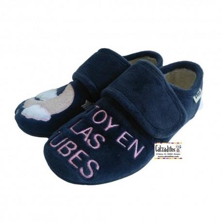 Zapatillas de estar en casa para niña en marino con bordados, de Zapy
