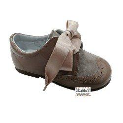Zapatos tipo blucher para niña de Andanines en charol y ante camel