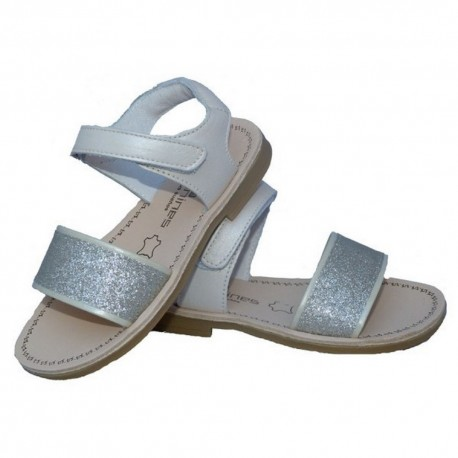 Sandalias para niña en piel de color plata de Andanines
