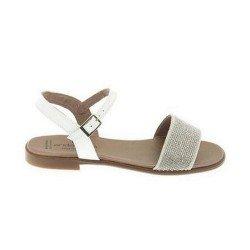Sandalias de piel con acabado charol blanco con stras de Andanines