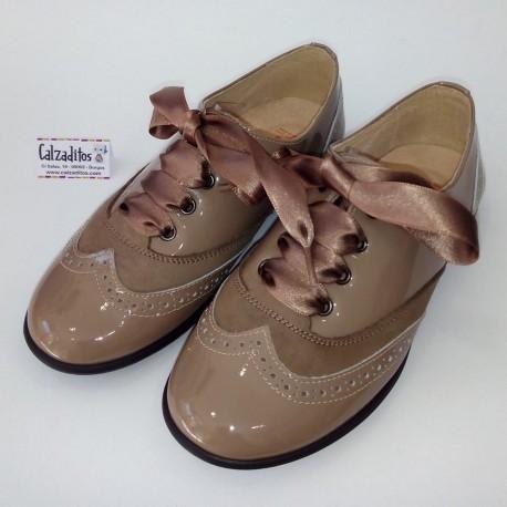 Zapatos blucher de Andanines para niña o mujer de piel charol castoro