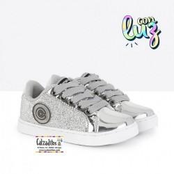 Zapatillas con luces para niña con cordones de Conguitos