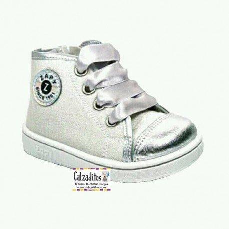 Botas de lona fantasía color plata con lazos de raso de Zapy