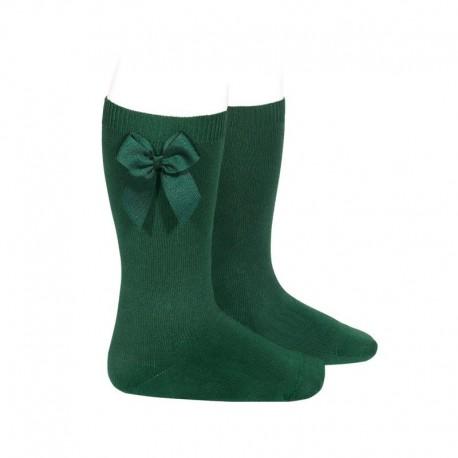 Calcetines altos lisos de color verde botella con lazo lateral, de Cóndor