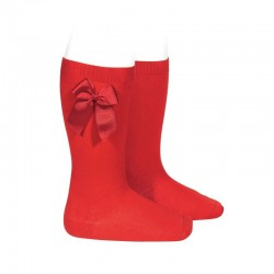 Calcetines altos lisos de color rojo con lazo lateral, de Cóndor