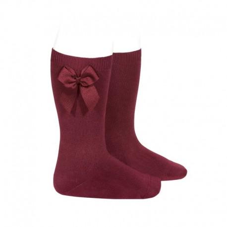 Calcetines altos lisos de color granate con lazo lateral, de Cóndor