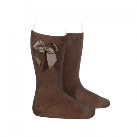 Calcetines altos lisos de color marrón con lazo lateral, de Cóndor