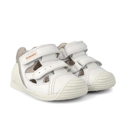 Sandalias para niño en piel con dos velcros, de Biomecanics de Garvalín