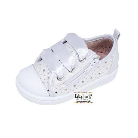 Zapatillas tipo basket con puntera blanca y lazos de raso de Zapy