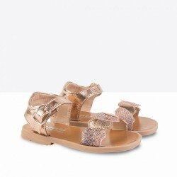 Sandalias para niña con hebilla de la marca Conguitos