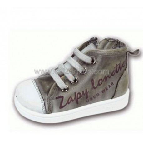 Botas de verano con puntera y cremallera. Color gris, de Zapy