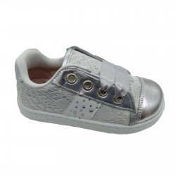 Zapatillas tipo basket con puntera metalizada, puntilla y lazos de raso de Zapy