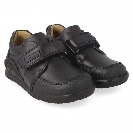 Zapatos colegiales Biomecanics con un velcro para niño