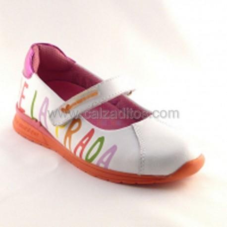 Zapatos blancos de piel de Agatha Ruiz de la Prada