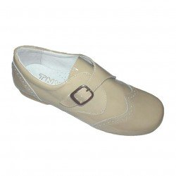 Zapatos de vestir en charol arena con hebilla, de Tinny Shoes