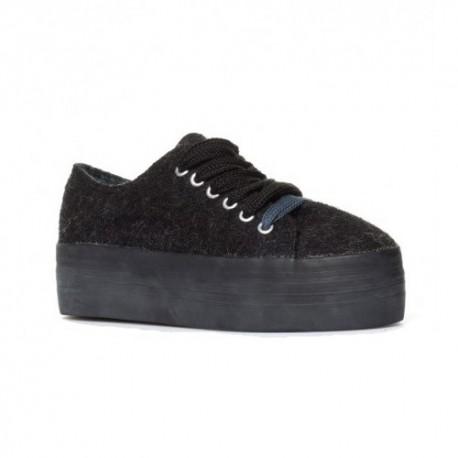 Zapatillas de fieltro en negro con suela doble, de Sixtyseven