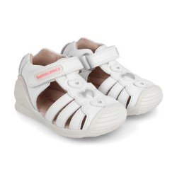 Sandalias Biomecanics para niña en piel blanca con apliques, de Garvalín