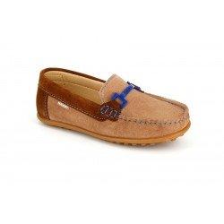Zapatos mocasín de piel serraje en color visón, de Pablosky